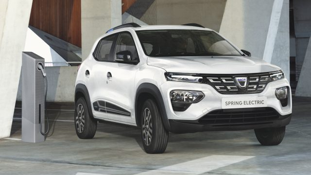 Witte Dacia Spring Electric driekwart voor