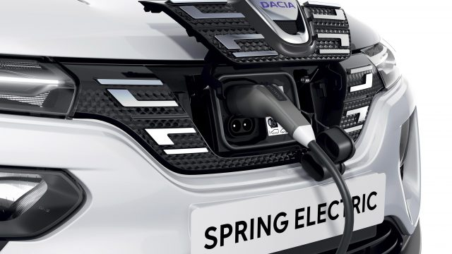 Dacia Spring Electric wordt opgeladen